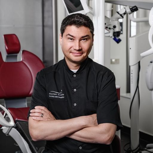 Главный врач клиники (Стоматолог-ортопед, К.М.Н.)